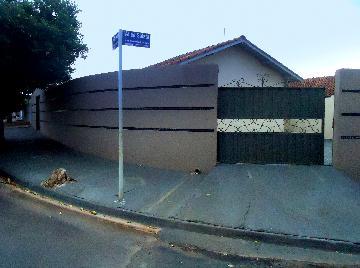 Alugar Casas / Mobiliadas em Olímpia. apenas R$ 850,00