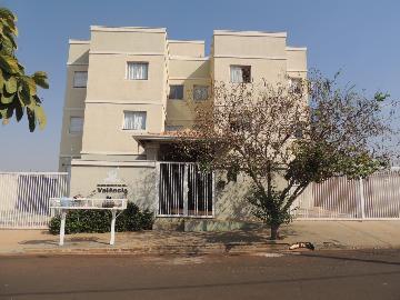 Alugar Apartamentos / Padrão em Olímpia. apenas R$ 800,00
