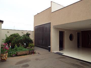 Alugar Casas / Padrão em Olímpia. apenas R$ 450.000,00