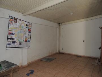 Alugar Casas / Comercial em Olímpia. apenas R$ 750,00