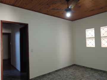 Alugar Casas / Padrão em Olímpia. apenas R$ 790,00