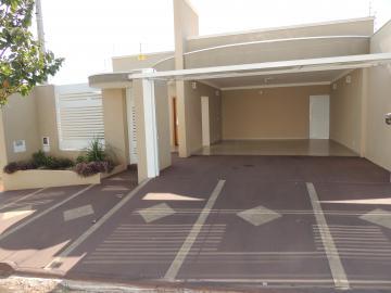 Alugar Casas / Padrão em Olímpia. apenas R$ 405.000,00