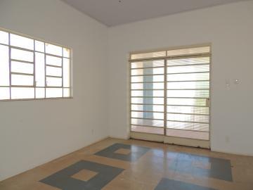 Alugar Casas / Padrão em Olímpia. apenas R$ 850,00