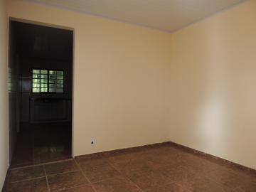 Casas / Padrão em olimpia Alugar por R$650,00