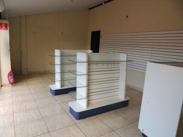 Alugar Comerciais / Ponto Comercial em Olímpia. apenas R$ 550,00