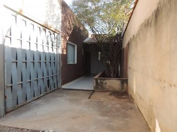 Alugar Casas / Padrão em Olímpia. apenas R$ 1.150,00