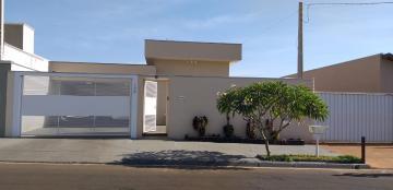 Comprar Casas / Padrão em Olímpia R$ 500.000,00 - Foto 1